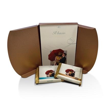 Il Bacio, cofanetto aperto con libro e tavolette